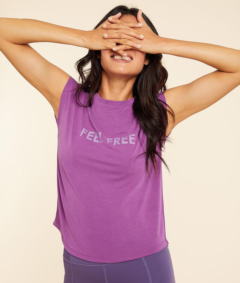 'feel free' short-sleeved t-shirt;${refinementColor}