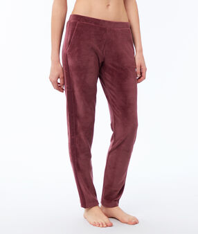 Pantalon en velours bordeaux.