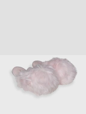 Faux fur slippers pink.