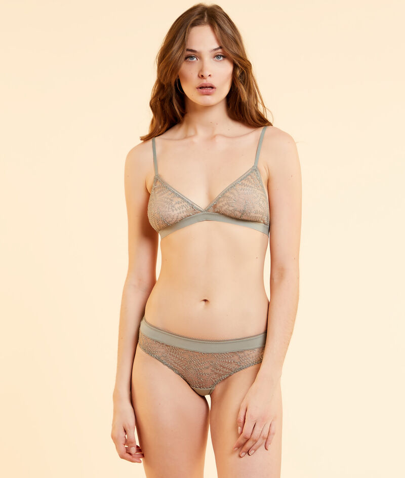Non-wired triangle in embroidered tulle;${refinementColor}