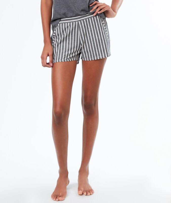 Pantaloncini a righe grigio.