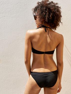 Bas de bikini simple matiéré noir.