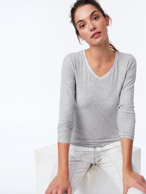 Ribbed top with long sleeves and satin neckline gray.