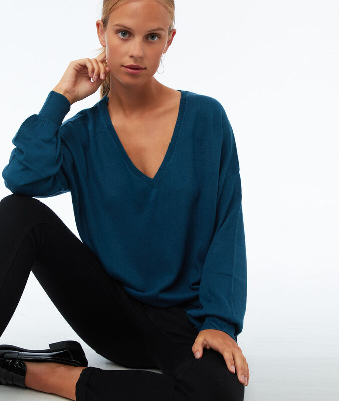 Wide v-neck jumper moonlight blue.