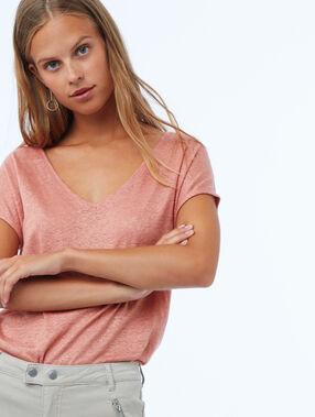 V-neck t-shirt pink.