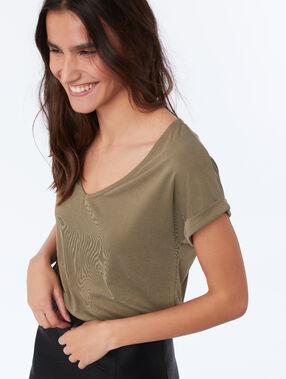 V-neck t-shirt khaki.