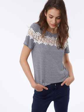T-shirt with floral lace navy blue.