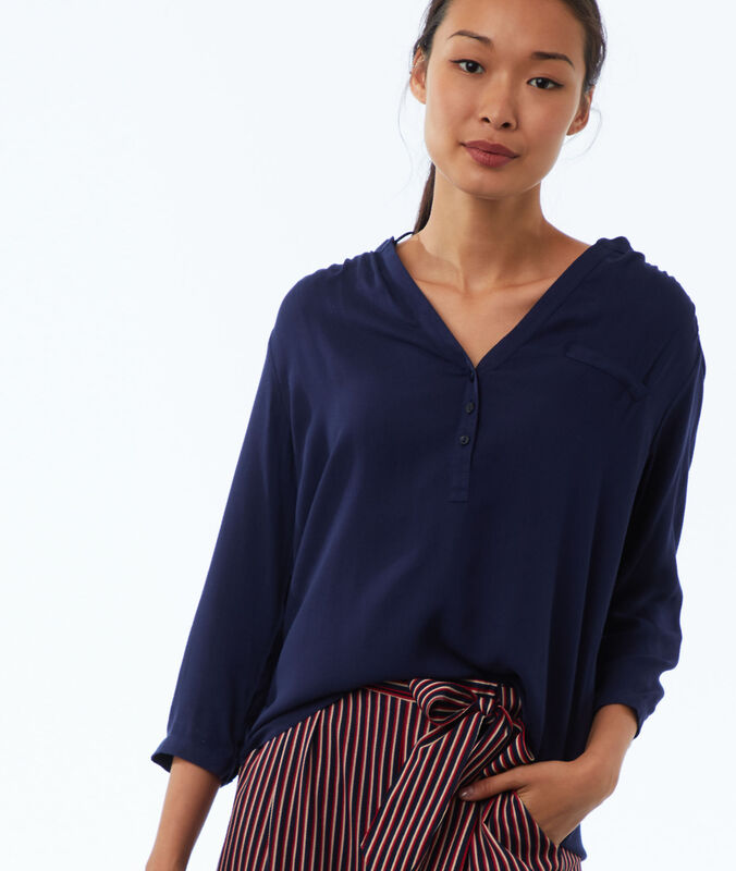 Embroidered blouse with tunisian neck navy blue.