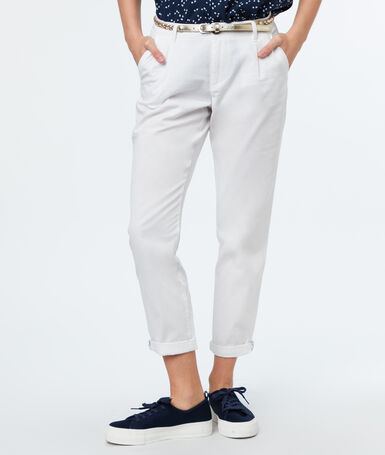 Belted cotton carrot pants ecru.