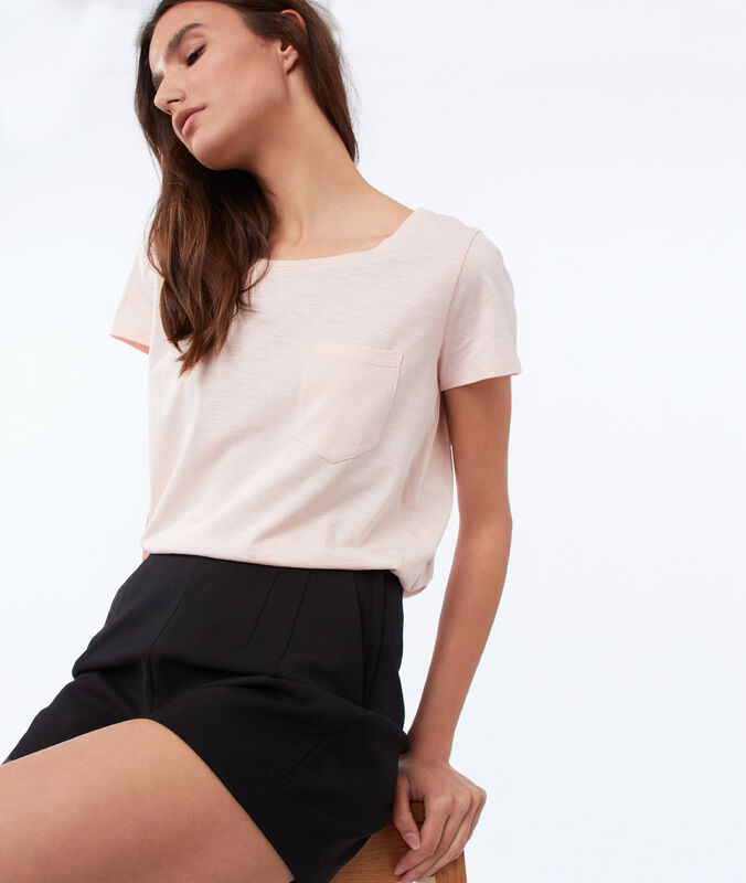 Cotton round-necked t-shirt pale pink.