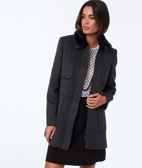 Coat with removable collar