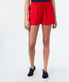 Flowing shorts red.