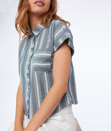 Short-sleeved striped shirt medium faded blue.
