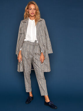 Long trench coat with prince of wales pattern dune.