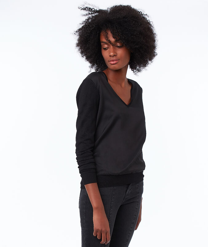 Bi-material v-neck sweater black.