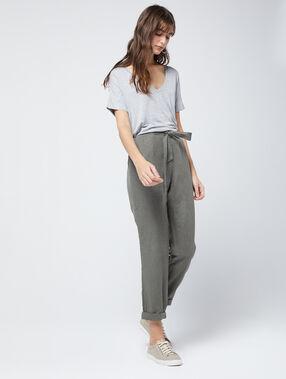 V-neck plain t-shirt medium mottled gray.