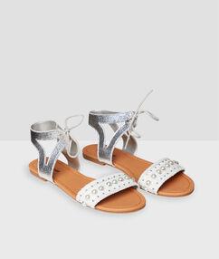 Flat beaded sandals ecru.