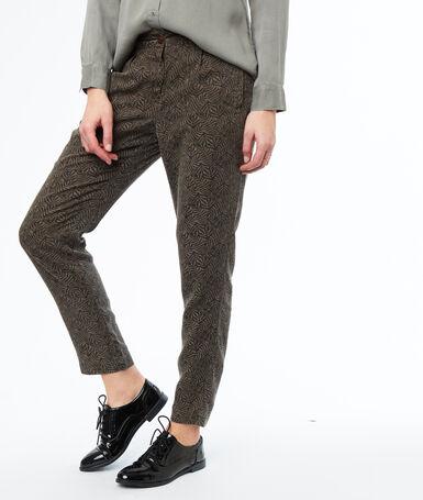 Trousers khaki.