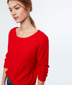 Wide-necked jumper red.