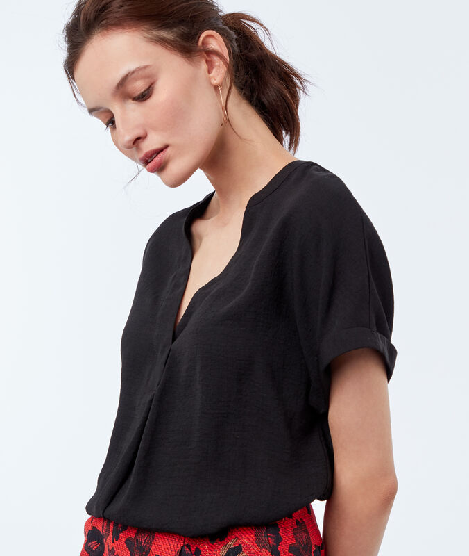 Blouse with tunisian collar black.