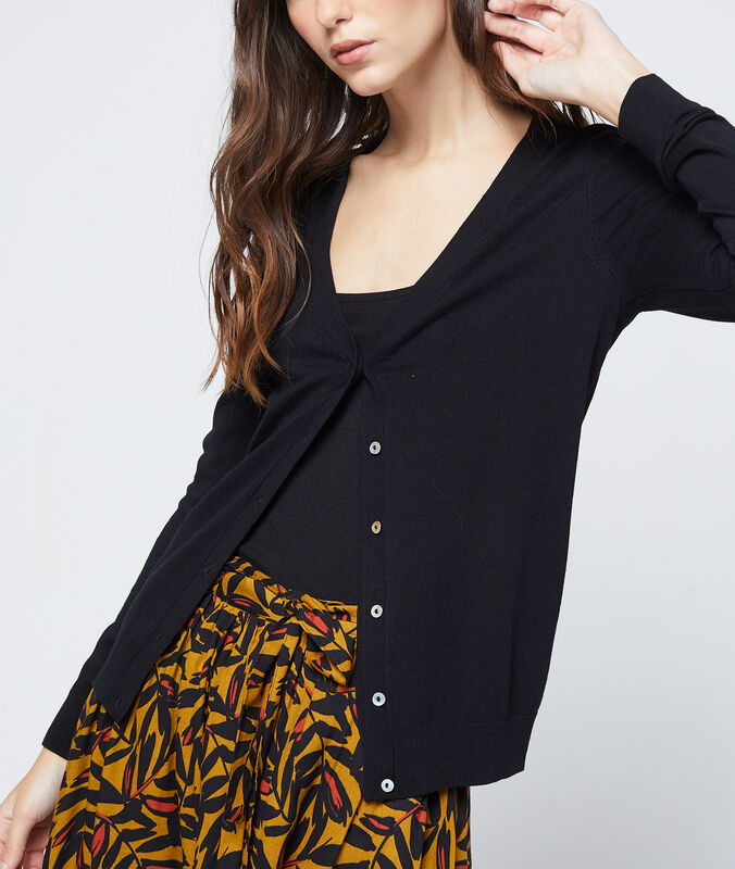 Buttoned cardigan black.