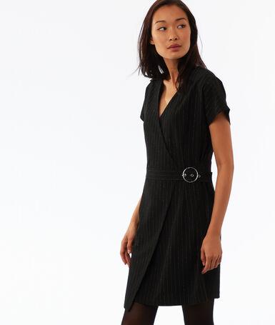 Robe ceinturée à fil métallisé noir.