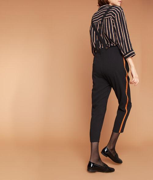 Pantalon carotte à bretelles