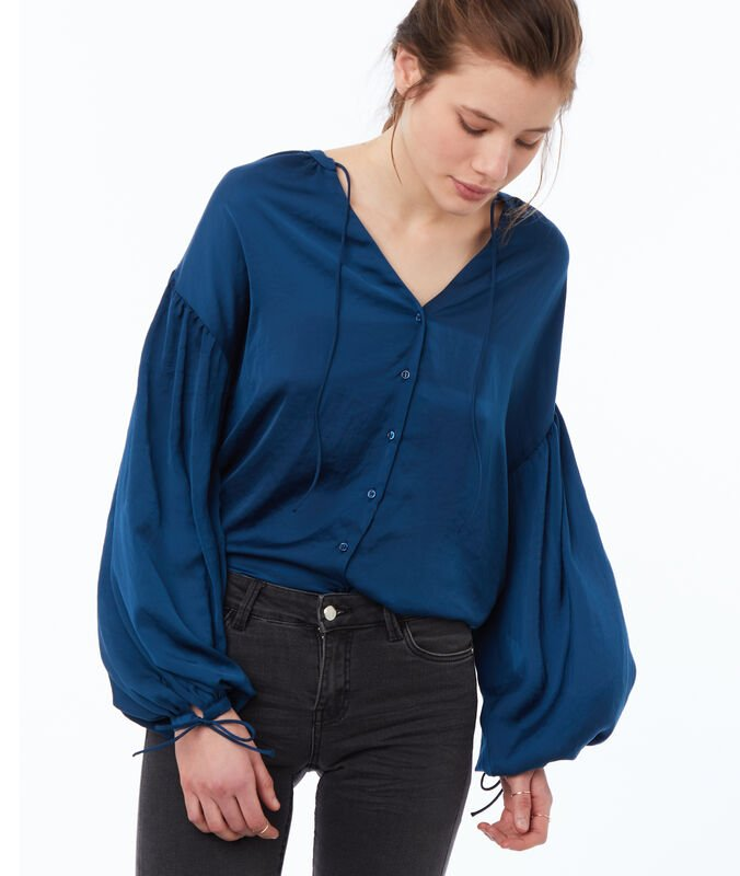 Blouse with tunisian collar ink blue.