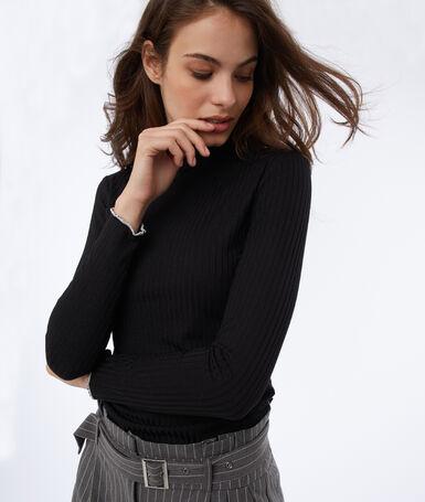 T-shirt manches longues col montant noir.