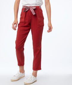 Tencel® carrot pants with belt siena red.