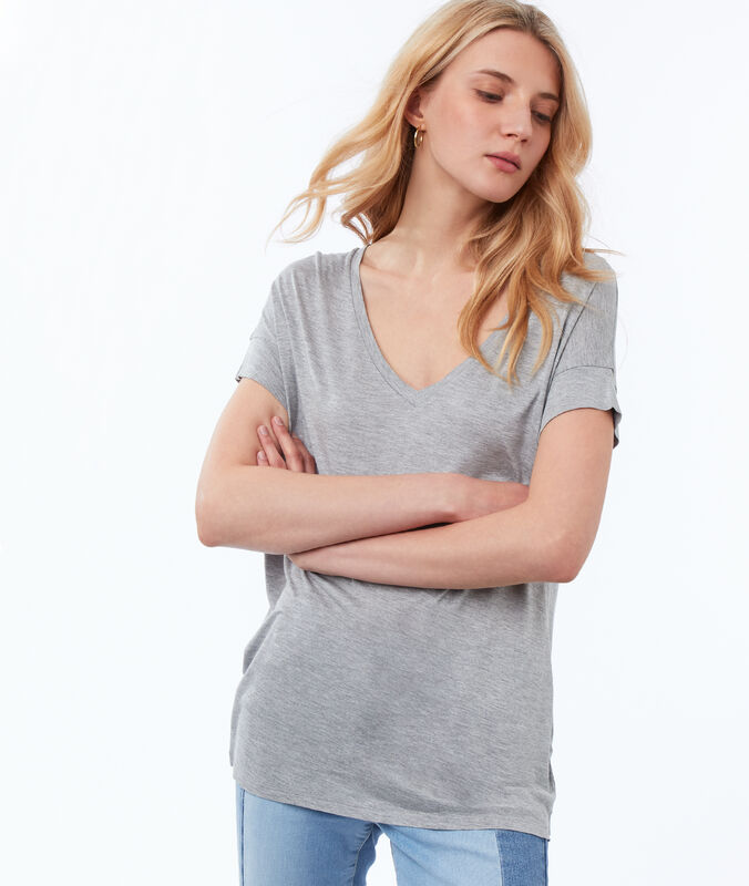 V-neck t-shirt light gray.