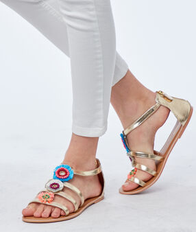 Flache sandalen mit ornamenten goldfarben.