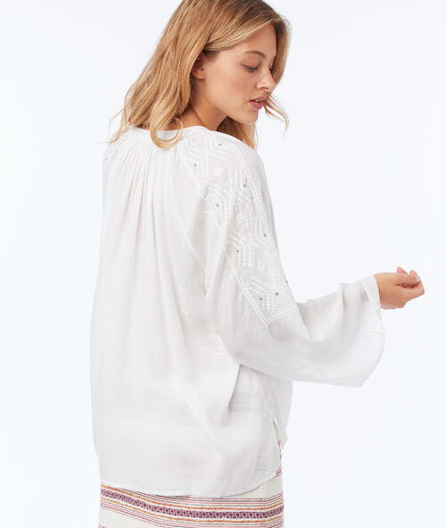 Embroidered blouse with a Tunisian neck