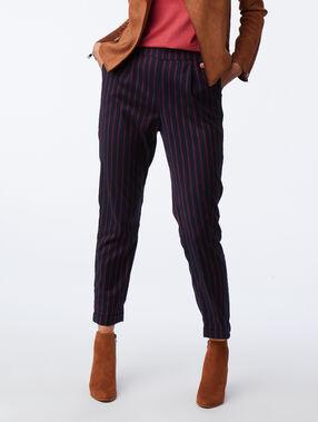 Pantalon cigarette à rayures marine.