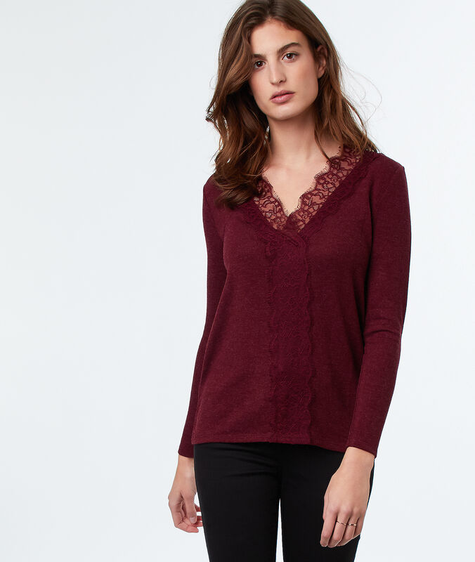 Lace neckline top carmine.