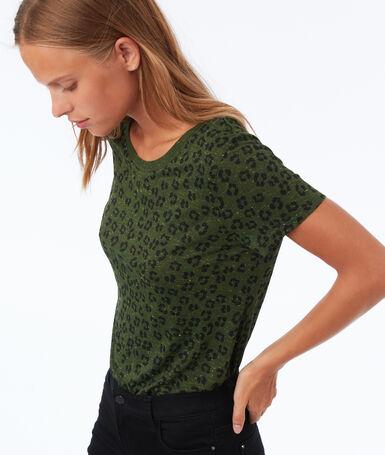 T shirt à motifs kaki.