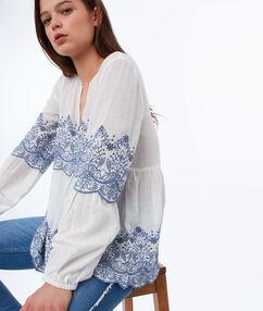 Cutwork blouse off-white.