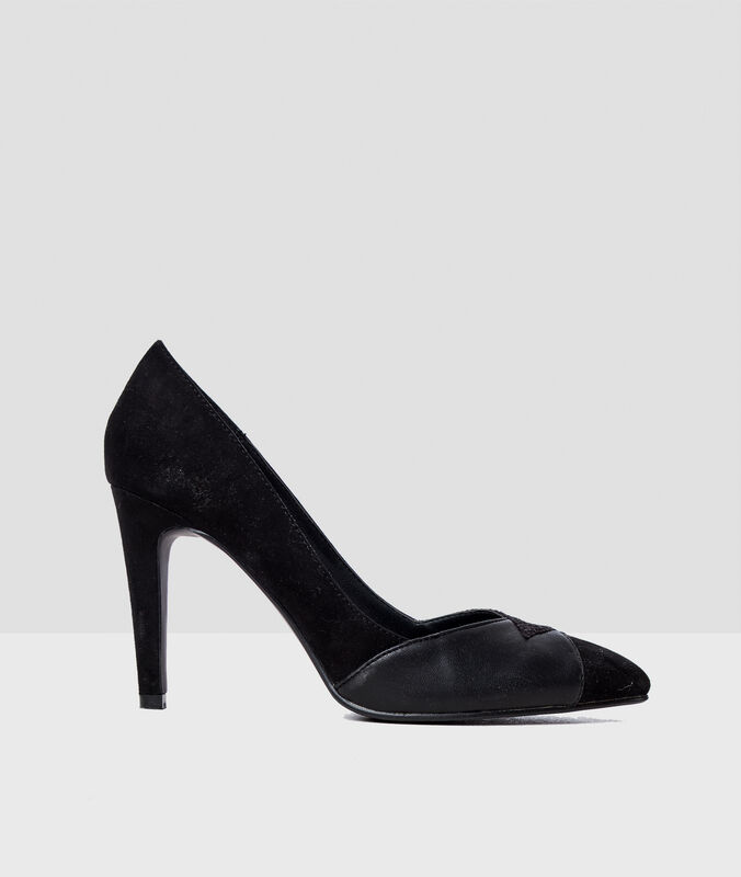 Heeled pumps black.