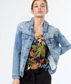 Jeans jacket midwash blue.