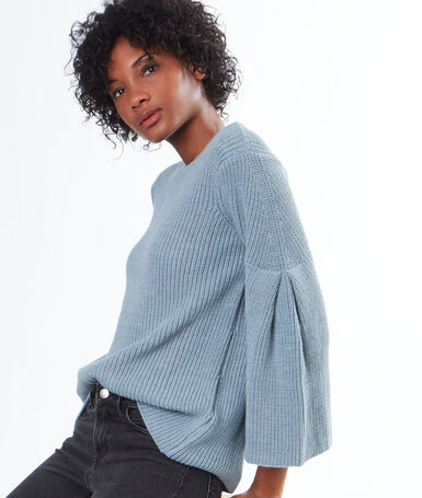 Flare sleeves sweater blue.
