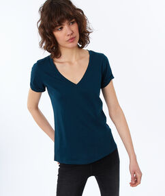 T-shirt col v en coton bleu canard foncé.
