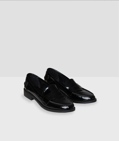 Mocassins vernies noir.