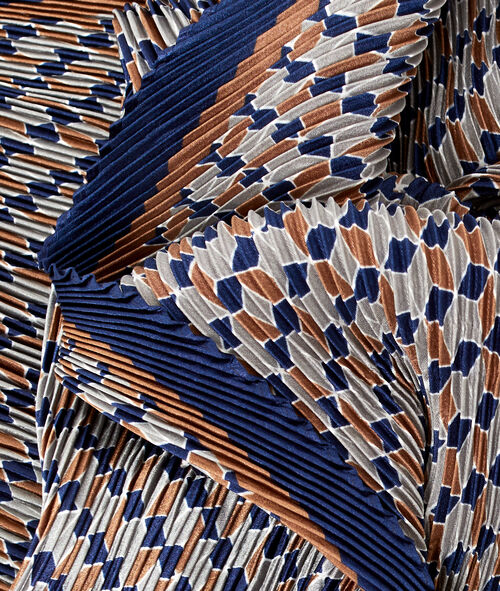 Pleated scarf in print