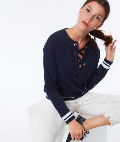 Sweat shirt lacé bleu marine.