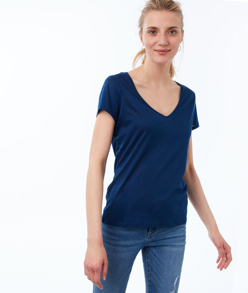 V-neck plain T-shirt
