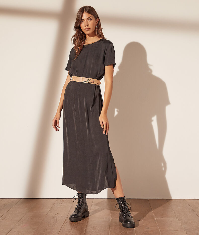 Long dress with round neck