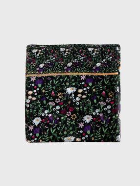 Fular estampado floral negro.