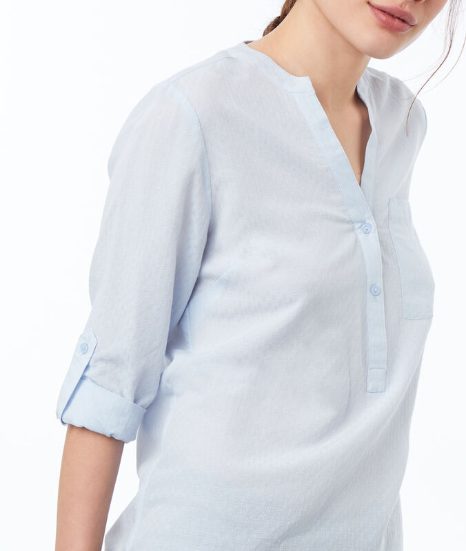 Blouse with tunisian collar light blue.