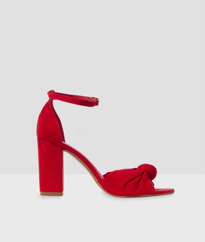 High-heeled sandals with knot detail carmine.