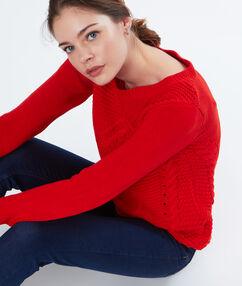 Pull torsadé en coton rouge.